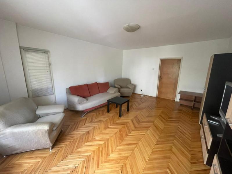 Apartament 3 camere spatios pe Splaiul Unirii in apropiere de Camera de Comert