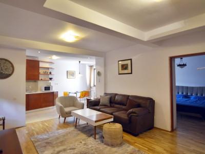 Apartament cochet, primitor, pe straduta linistita
