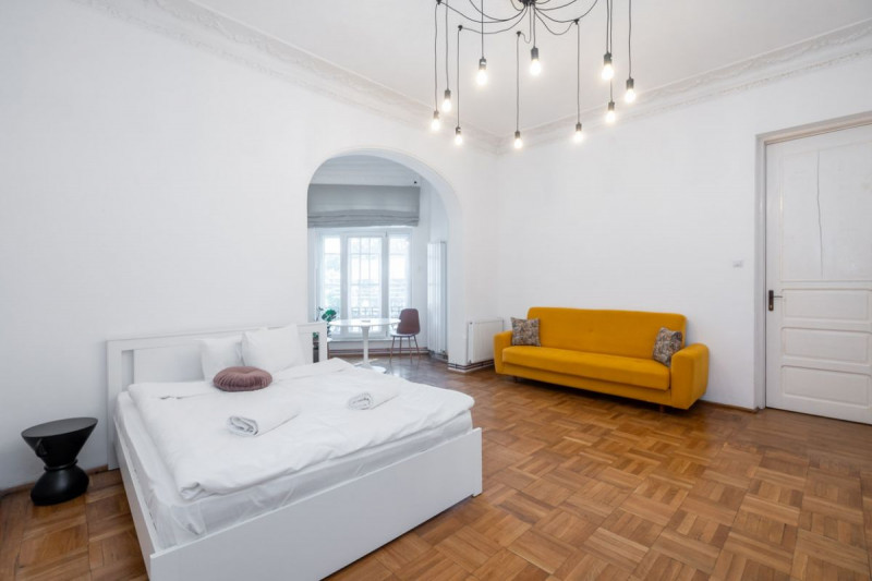 Pozitionat ideal, acces dedicat stradal, etajul 1 in vila P+1