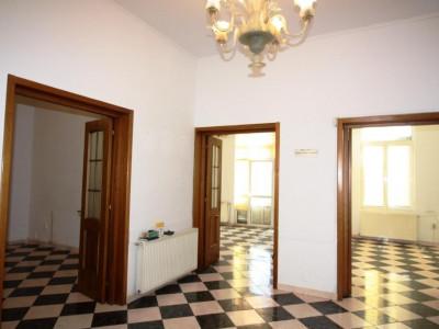 4 camere pt birouri zona Hanul lui Manuc