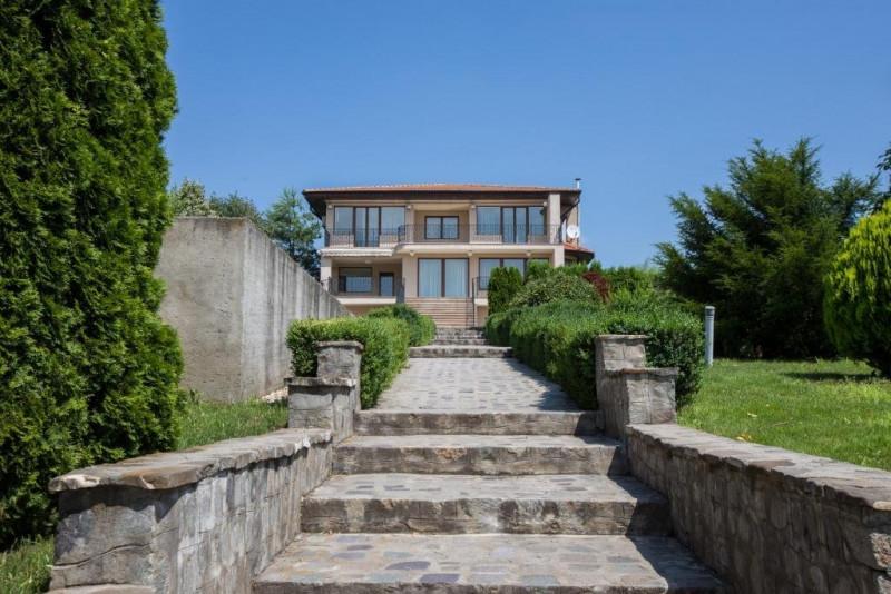 Vila si casa de oaspeti, Belciugatele, pe malul lacului