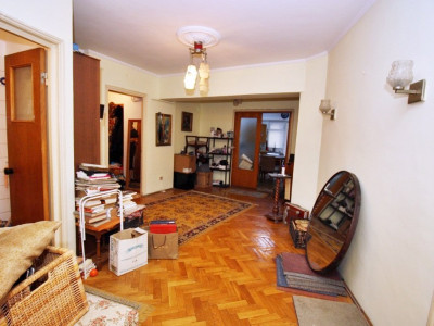 Apartament deosebit de 4 camere bloc an 1980 la doi pasi de Universitate